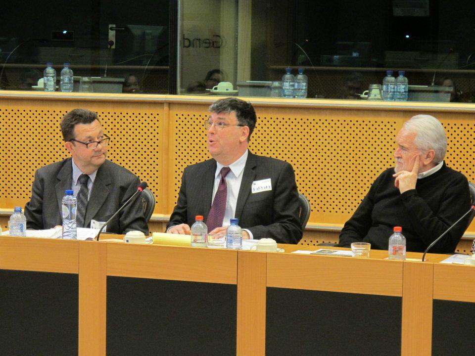 De gauche à droite : Délégué général de la Délégation générale de l'Alliance française de Bruxelles-Europe, Thierry Lagnau, Jean-Benoît Nadeau, Vice-président du Parlement européen, Angel Miguel Martinez.