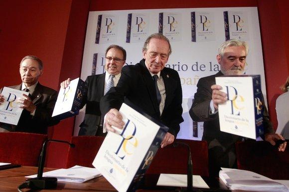 Le gratin de la Real Academia Española présentant son nouveau dictionnaire. Source: RAE