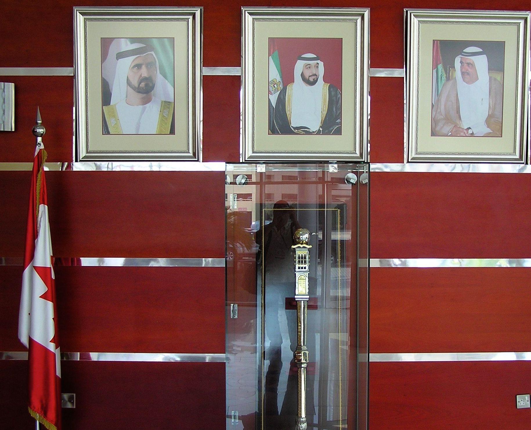 Dans le hall de l'Université canadienne à Dubaï. / Photo de l'auteur.