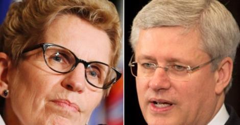 Querelle sur fond de retraite entre la première ministre ontarienne, Kathleen Wynn, et son vis-à-vis fédéral, Stephen Harper. Source: CBC