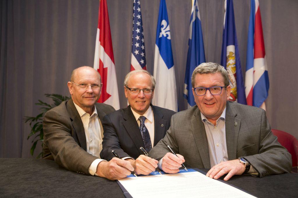 Les trois maires fondateurs du RVFFA: Joey Durel, de Lafayette, George LeBlanc, de Moncton, et Régis Labeaume, de Québec. Photo: ville de Québec